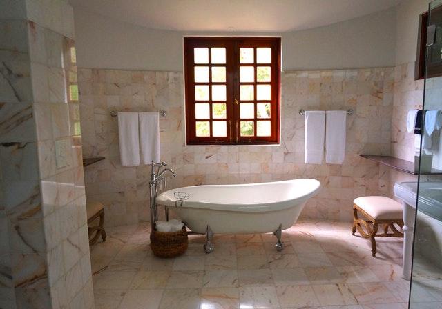 Produttore marmi e graniti: pavimentazione, lavabo, scale, vasche bagno e arredo bagno in generale