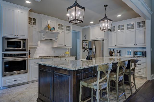 Produttori artigianali arredamento casa (porte, tavoli, cucine, ecc) con progettazione standard e su misura