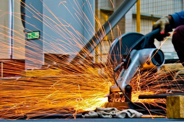 Con oltre 60 anni di esperienza, questa azienda è leader mondiale nella progettazione e produzione di utensili speciali che offrono una vasta gamma di frese, trapani e alesatori in acciaio rapido (HSS), metallo duro e con punta.  I prodotti includono anche frese a spirale per fori profondi e brevettati che consentono di alimentare l'olio al taglio tramite un sistema interno di tubi.  Questo sistema può essere applicato sia a trapani secondo DIN 341- DIN 1807/1-DIN 1870/2 che a qualsiasi altro trapano (lunghezza fino a 1000 mm)